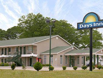 Days Inn & Suites Pine Mountain - Maingate North of Callaway Gardens