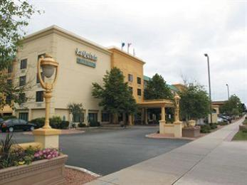‪La Quinta Inn & Suites Milwaukee Bayshore Area‬