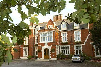 Hilton St Anne's Manor, Bracknell