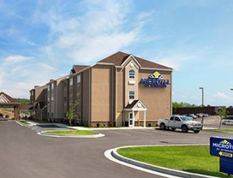 ‪Microtel Inn & Suites by Wyndham Fairmont‬