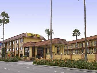 Super 8 Anaheim Disneyland Drive