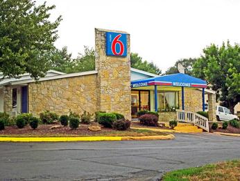 ‪Motel 6 Bloomington - Indiana University‬