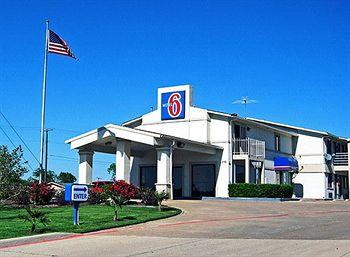 Photo of Motel 6 Dallas - De Soto Lancaster
