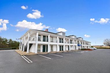 Baymont Inn & Suites Forest City