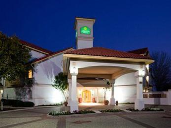 Photo of La Quinta Inn &amp; Suites Austin Mopac North