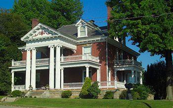 South Broadway Manor Bed and Breakfast