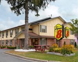Super 8 Motel Lee / Berksh