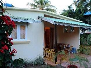 Monalysa Grand Bay Holidays Bungalows