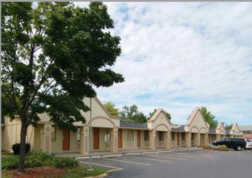 Econo Lodge Warren (7500 Miller Road.)
