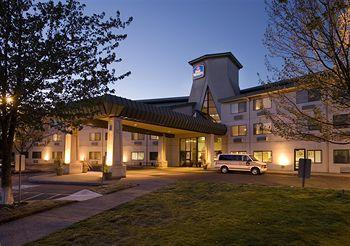 Photo of BEST WESTERN Inn At The Meadows Portland