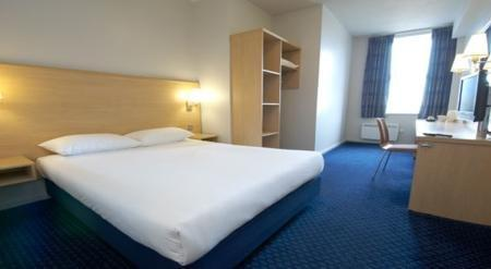 ‪Travelodge Aberdeen Central‬