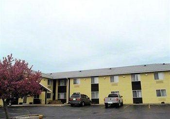 Photo of Saturn Inn & Suites West Bend