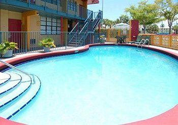 Photo of Econo Lodge Inn & Suites Fort Lauderdale