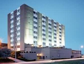 ‪BEST WESTERN Parkway Center Inn‬