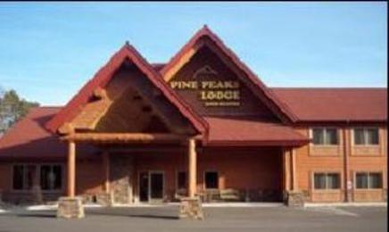 ‪Pine Peaks Lodge and Suites‬