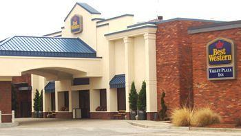 ‪BEST WESTERN Valley Plaza Inn‬