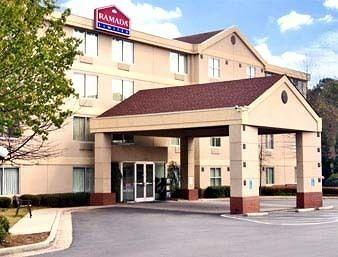 Ramada Limited Suites Airport East / Forest Park