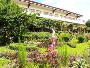 ‪Bed & Breakfast at Royale Tagaytay Country Club‬