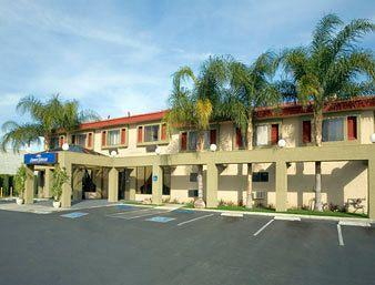 Howard Johnson Inn & Suites - Reseda