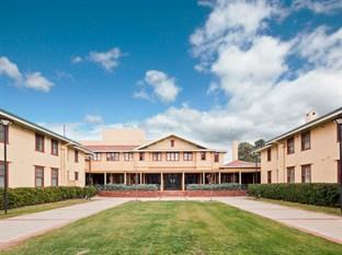 Photo of Hotel Kurrajong Canberra