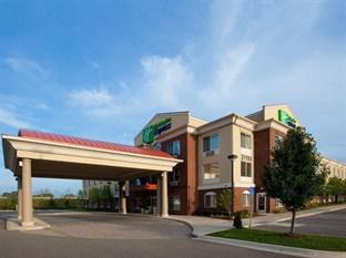 ‪Holiday Inn Express Hotel & Suites Farmington Hills‬