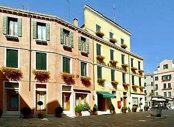 Santa Marina Hotel