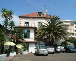 Le Grillon Hotel-Residence