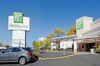 ‪Holiday Inn Westbury‬