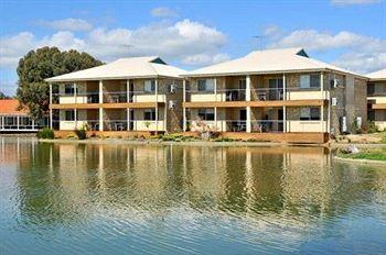 Lakeside Holiday Apartments