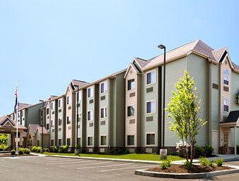 ‪Microtel Inn & Suites by Wyndham Verona‬