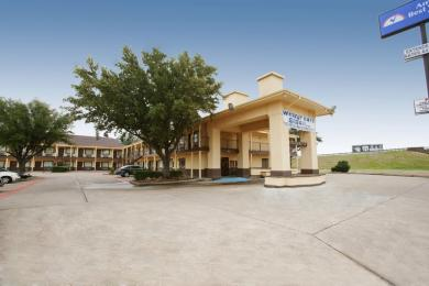Photo of American Inn & Suites Waxahachie