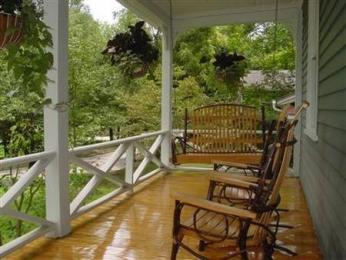 Louisa&#39;s Porch Home Stay Bed and Breakfast