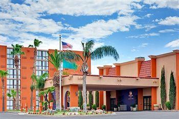 Holiday Inn and Suites Tucson Airport North