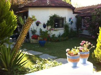 Photo of Bakkhos Guesthouse Kusadasi