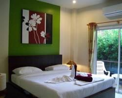 Baan Yuyen Karon Guesthouse