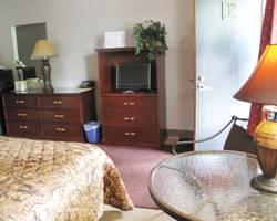 Hudson Manor Inn & Suites