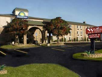 ‪Days Inn & Suites Detroit Metro Airport Romulus‬