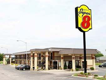 Super 8 Shawnee
