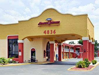 Howard Johnson Express Inn & Suites Lake Front Park