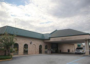 Photo of Clarion Inn & Suites and Conference Center Monroe