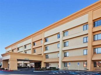 Photo of La Quinta Inn & Suites Springdale
