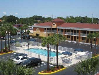 ‪Howard Johnson Express Inn & Suites - South Tampa / Airport‬