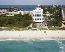 Photo of Howard Johnson Plaza Hotel Dezerland Beach & Spa Miami Beach