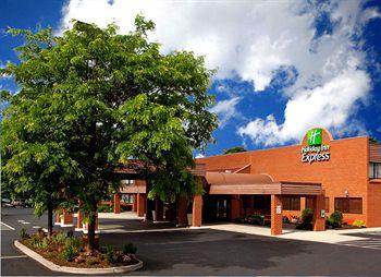 Photo of Holiday Inn Express Altoona