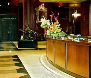 Executive Airport Plaza Hotel