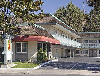 Super 8 Motel- Martinez