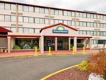 Days Hotel Conference Center East Brunswick