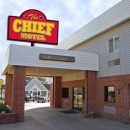 ‪Chief Motel McCook‬