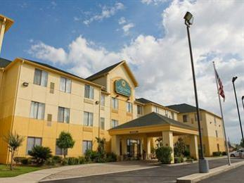 Photo of La Quinta Inn & Suites Woodlands South The Woodlands