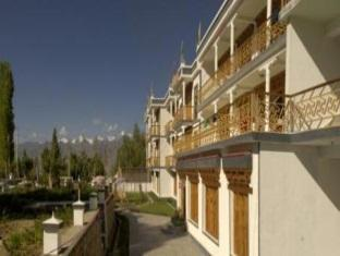 Photo of Hotel Gawaling International Leh
